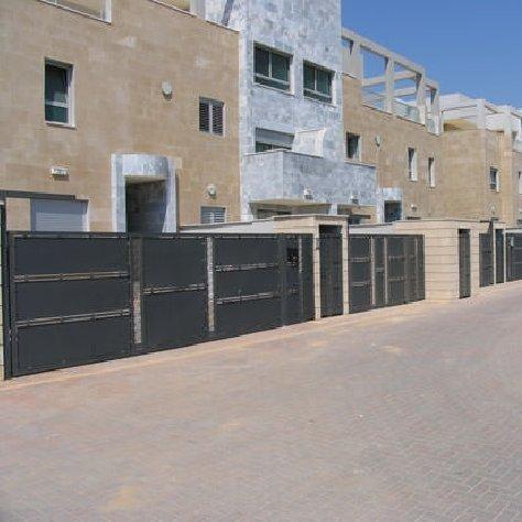 גדרות פרויקט בשכונת מגורים
