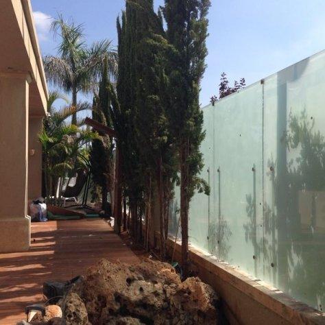גדר דכוכית בית פרטי