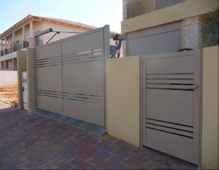 גדר ושער דגם רצועות