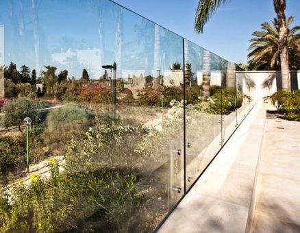 גדר זכוכית