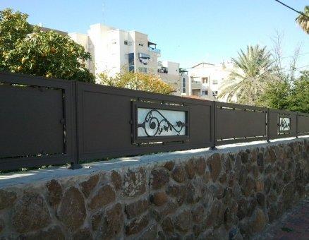גדר מעוטרת-סנפיר