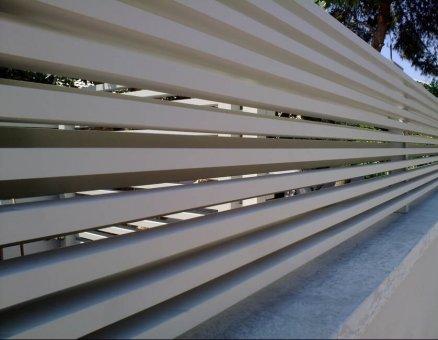 גדר סגנון צף-סנפיר שערים