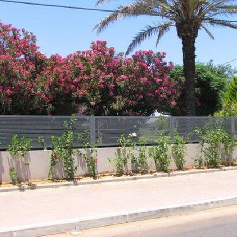 התקנת גדרות פרויקט בשכונת מגורים