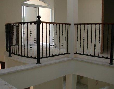 חברת סנפיר-מעקות לביטחון במדרגות