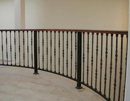 מעקה בטיחות למדרגות מבית סנפיר