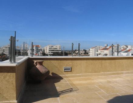 מעקה זכוכית לגג של סנפיר