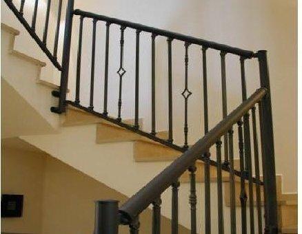 מעקה מדרגות בטיחותי מאלומיניום