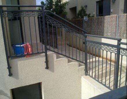 מעקה מדרגות בית פרטי
