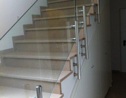 מעקות זכוכית למדרגות בשילוב אלומיניום - Copy