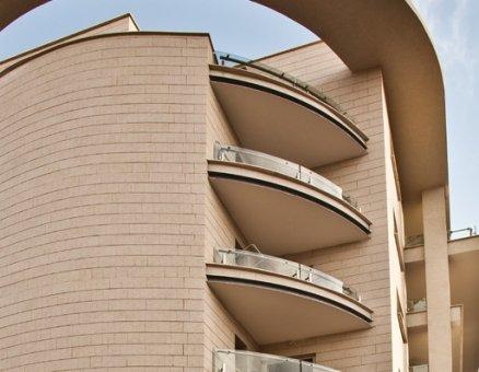 מעקות למרפסות בניין