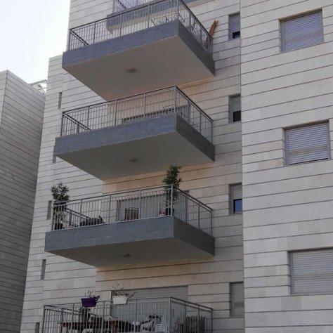 מעקות למרפסות כחלק מהפרויקט