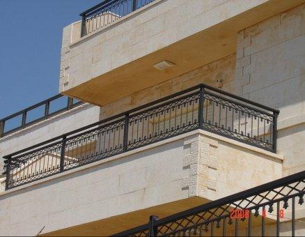 מעקות למרפסת בעיצוב אוריינטלי