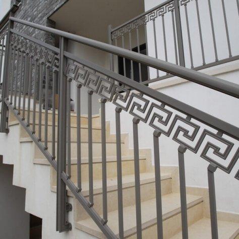 מעקות מדרגות