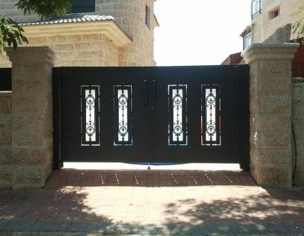סנפיר שערים מעוצבים בעיטורים