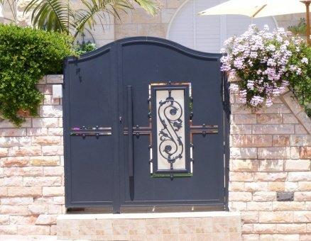 סנפיר שערים מעוצבים