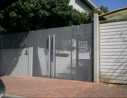 סנפיר-שער כניסה צף
