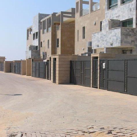 פרויקט גדרות ושערים בשכונת מגורים