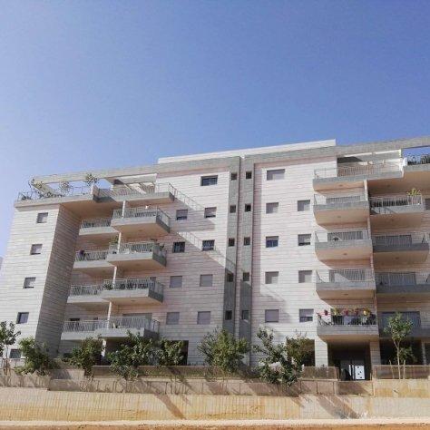 פרויקט של גדרות לבניין מגורים ברעננה