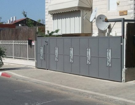 שער חשמלי לכניסה אוריינטלי-סנפיר