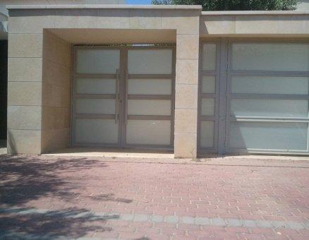 שער כניסה מדגם זכוכית-סנפיר