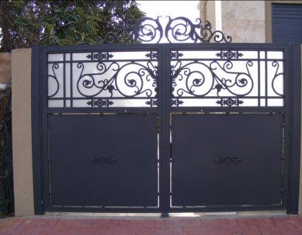 שער כניסה מעוטר אוריינטלי-סנפיר