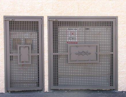 שער רשת עם ריבועים באמצע